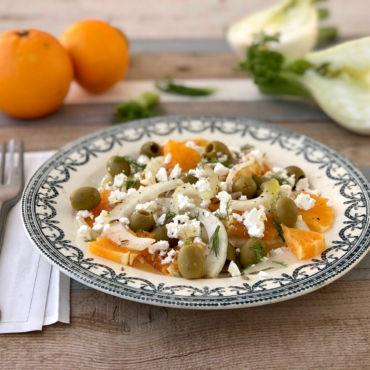 Insalata di finocchi, arance, feta e olive verdi