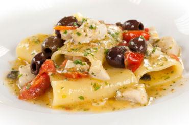 Paccheri lisci di Gragnano, olive taggiasche e orata