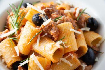 Rigatoni salsiccia e olive